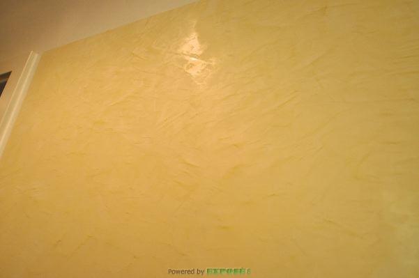 Teilweise gespachtelte Wände